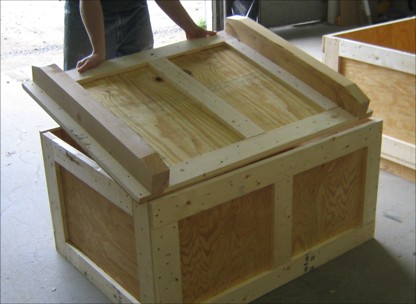 A Quick Guide to Wooden Crate Packing Service